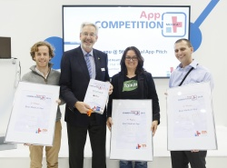 Joachim Schäfer, Managing Director Messe Düsseldorf, presents the winners...