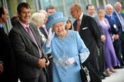 Photo: The Queen opens new Northern Ireland hospital