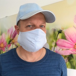 Tom from Essen works in distributions and wears a mask to minimise infection...