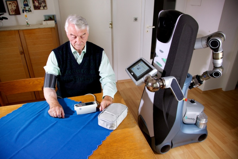 Care-O-bot shows how to handle the haemodynamometer