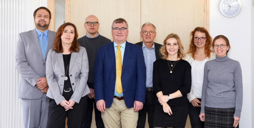 The research team headed by Professor Dr Christian Apfelbacher (4th from left)...