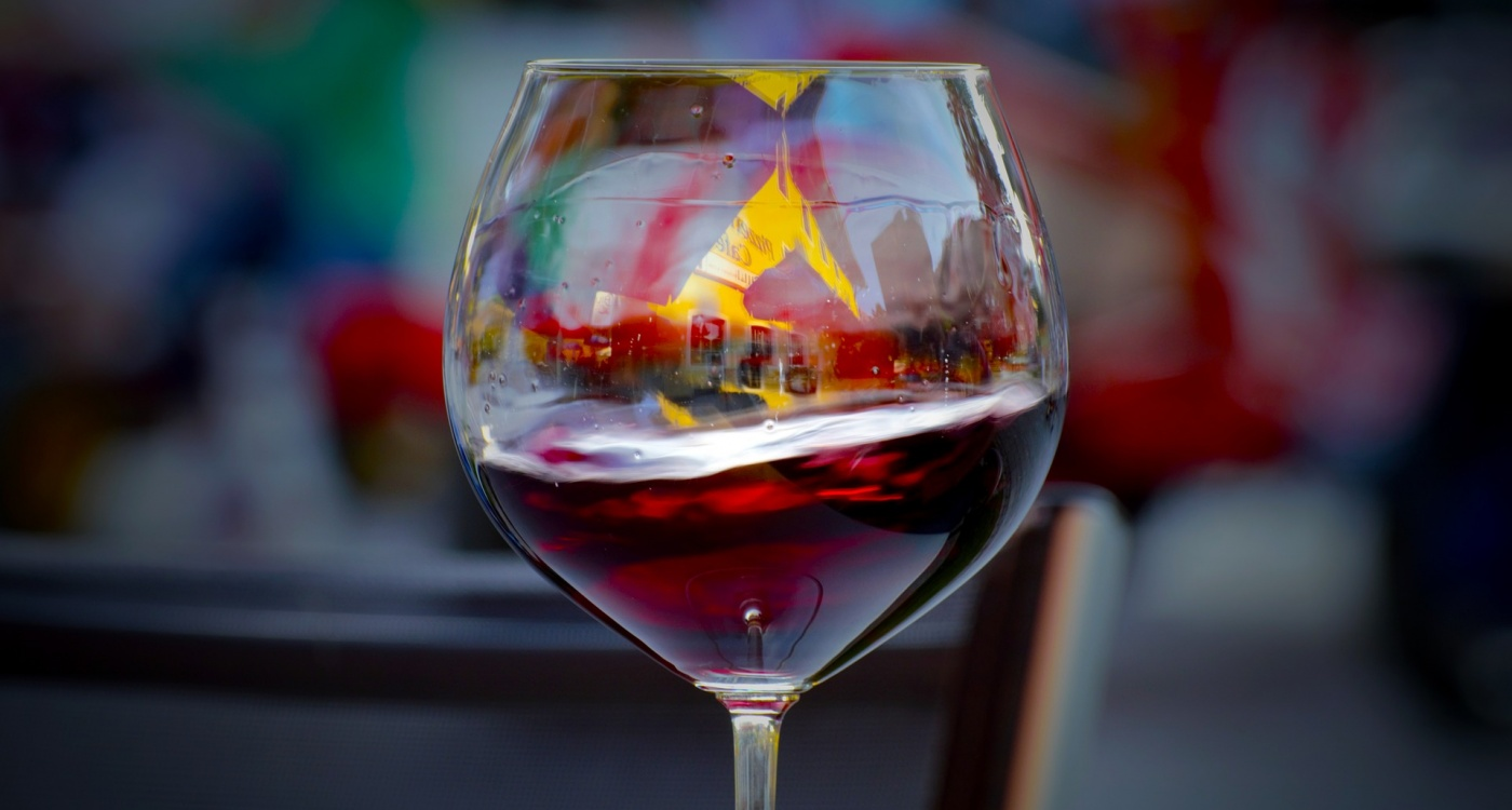 Small doses of alcohol clear the brain of metabolic debris