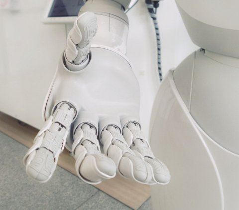 closeup of white robot hand